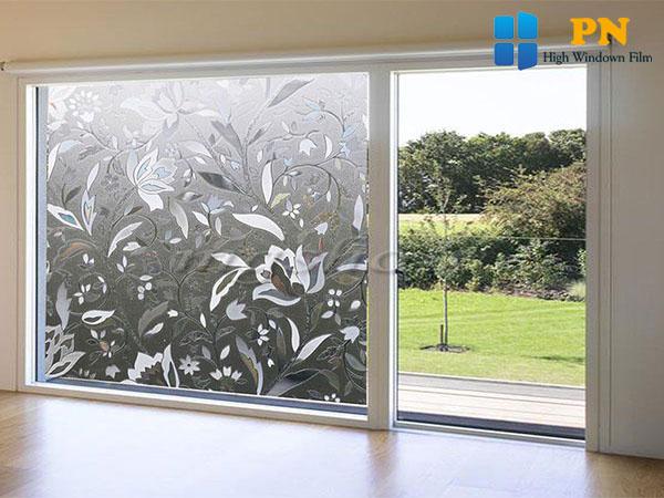Sử dụng giấy dán kính cửa sổ
