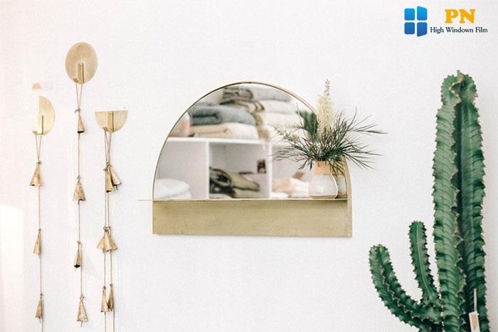 Trang trí spa bằng gương treo tường