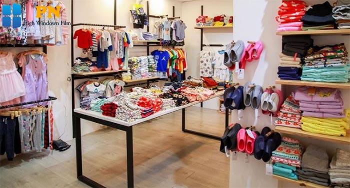 Cách trang trí shop quần áo trẻ em