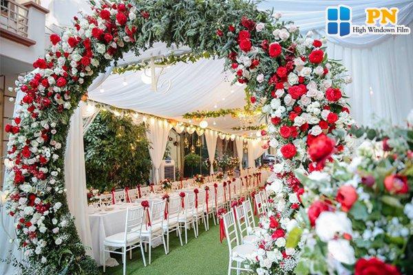 Trang trí cổng đám cưới đẹp
