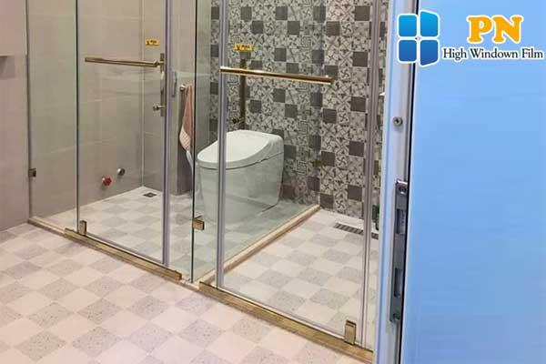 Các cách dán kính phòng tắm hiệu quả
