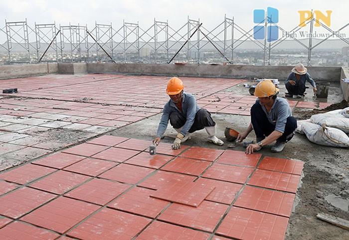 Dùng gạch lót sàn chống nóng
